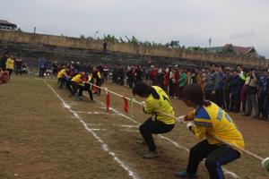 Một trận kéo co nữ tại giải bắn nỏ - kéo co – đẩy gậy huyện Cao Phong năm 2016