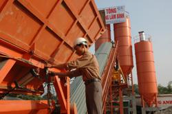 Trạm trộn bê tông tươi của Công ty CP đầu tư xây dựng thương mại Lâm Bình được lắp đặt đầu tiên trên địa bàn tỉnh ta.