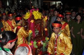 Đoàn rước chuẩn bị bắt đầu nghi lễ rước ấn.