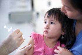 Tiêm ngừa cho trẻ để phòng thủy đậu.