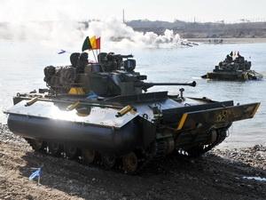 Xe bọc thép K-21 của quân đội Hàn Quốc vượt sông trong cuộc tập trận tại Yeoju, phía Đông nam thủ đô Seoul