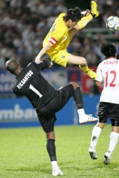 Thủ môn nhập tịch Santos.