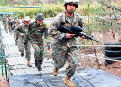 Lính Mỹ và Hàn Quốc tập trận tại Pohang, Hàn Quốc ngày 9-3.