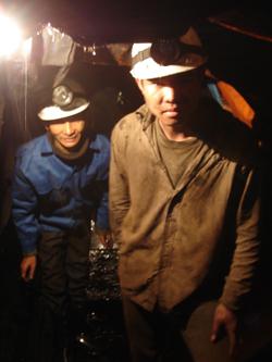 Công nhân Công ty TNHH khai thác khoáng sản Anh Vũ (Lạc Thuỷ) được huấn luyện ATLĐ và trang bị đầy đủ phương tiện bảo hộ lao động