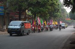 Cán bộ CNV các đơn vị doanh nghiệp trên địa bàn TPHB tham gia diễu hành hưởng ứng tuần lễ Quốc gia An toàn VSLĐ-PCCN 2010