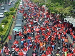 Những người áo đỏ biểu tình trên đường phố thủ đô Bangkok ngày 12/3.