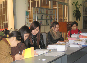 Thư viện tỉnh thường xuyên mở cửa phục vụ nhân dân đến tìm hiểu thông tin