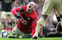 Chấn thương đầu gối của Rooney tái phát sau trận đấu với Liverpool