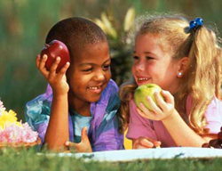 Ăn táo thường xuyên có thể làm giảm nguy cơ ung thư ruột.