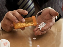 Thận trọng khi dùng thuốc giảm đau papaverin.