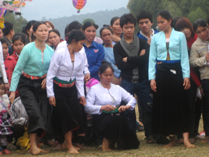 Nhân dân xã Đông Lai tham gia các trò chơi dân gian tại hội xuân
