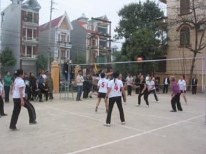Trận chung kết giao hữu giữa bóng chuyền nữ phường Tân Thịnh và Tân Hoà.
