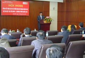 Đồng chí Bùi Văn Cửu, Phó Chủ tịch UBND tỉnh phát biểu ý kiến tại hội nghị.