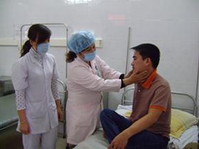 Bệnh nhân sốt phát ban được điều trị tại khoa Truyền nhiễm - Bệnh viện Đa khoa tỉnh.