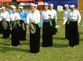 Tiết mục cồng, chiêng vẫn thường xuyên xuất hiện trong các buổi biểu diễn văn nghệ do huyện tổ chức.