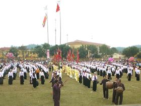 Lễ hội Khai hạ - Mường Bi năm 2011.