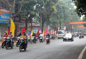 Diễu hành hưởng ứng Tuần lễ quốc gia về ATVSLĐ- PCCN tại TPHB.