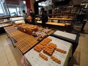 Một cửa hàng bán bánh tại thành phố Morioka thuộc quận Iwate, miền đông bắc Nhật Bản.