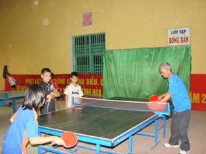 Học sinh thành phố Hòa Bình đang nỗ lực luyện tập chuẩn bị tham dự giải bóng bàn Hội khỏe Phù Đổng tỉnh năm 2011.
