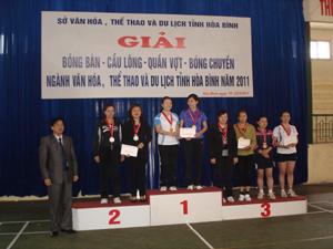 Ban tổ chức giải bóng bàn- cầu lông- quần vợt- bóng chuyền ngành văn hoá đã trao 10 bộ huy chương cho các VĐV có thành tích cao.
