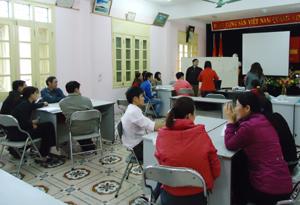 Thảo luận nhóm tại lớp tập huấn.