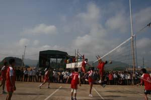 Giải bóng chuyền nam mừng Đảng, mừng xuân huyện Cao Phong thu hút đông đảo VĐV tham gia.
