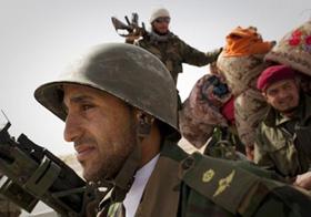 Các tay súng nổi dậy tại thành phố Al-Egila ở miền đông Libya hôm 27/3