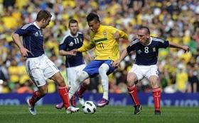 Neymar (áo vàng) cùng đồng đội đã có một màn trình diễn chất lượng.