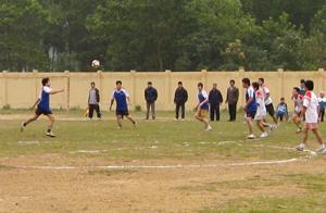 Trận chung kết giữa đội xã Mông Hóa và Phú Minh.