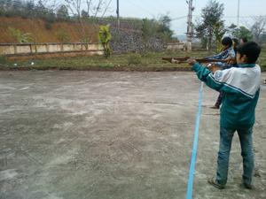 VĐV trường THCS Dũng Phong đoạt giải nhất bắn nỏ 2 tư thế đứng bắn, quỳ bắn