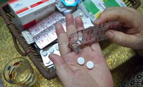 Phải thận trọng ngay cả với các loại thuốc vẫn hay sử dụng như cảm, sổ mũi, nhức đầu