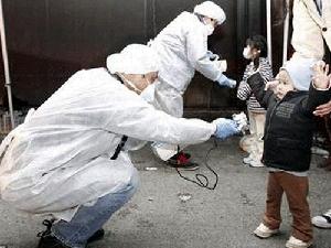 Kiểm tra phóng xạ cho trẻ nhỏ. (Ảnh minh họa. Nguồn: Internet)