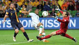 Thua ngược Úc 2-4, Ả Rập Saudi của tiền đạo Alshehri (giữa) nhường suất vào vòng loại thứ tư cho Oman. Ảnh: GETTY IMAGES
