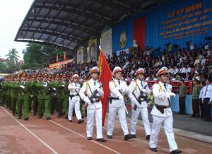 Lực lượng Công an tỉnh diễu hành tại Lễ kỷ niệm 125 năm thành lập tỉnh.