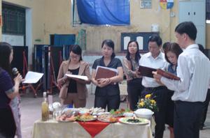 Ban giám khảo chấm điểm tại hội thi.
