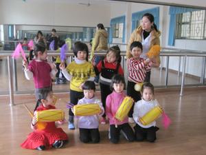 Lớp múa- Nhà thiếu nhi tỉnh thường xuyên chiêu sinh mở lớp dạy năng khiếu cho thiếu nhi trên địa bàn.