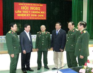 Đ/C Hoàng Việt Cường, Bí thư Tỉnh ủy cùng với các đồng chí lãnh đạo tỉnh, Bộ CHQS tỉnh tại hội nghị ĐUQS tỉnh lần 7 khóa XII.