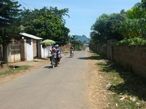 Con đường NTM ở xã Dũng  Phong (Cao Phong).