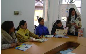 Cán bộ và cộng tác viên dân số xã Dân Hòa (Kỳ Sơn) thường xuyên họp giao ban nắm bắt tình hình địa bàn.