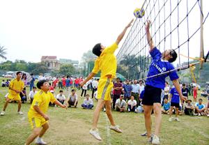 Giải bóng chuyền huyện Lương Sơn được tổ chức thường niên đã góp phần đẩy mạnh phong trào rèn luyện thể thao trong nhân dân.