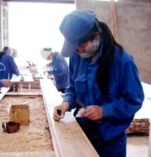 NLĐ Công ty TNHH Sơn Thủy, xã Dân Hòa (Kỳ Sơn) được trang bị đầy đủ bảo hộ lao động đảm bảo ATVSLĐ.
