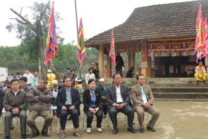 Một góc đình Niếng trong ngày khai hội.