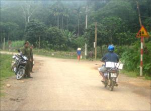 Công an xã Liên Sơn (Lương Sơn) duy trì hoạt động kiểm tra giữ gìn ANTT trên địa bàn ổn định.