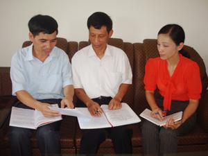 Cán bộ UBKT Huyện ủy Yên Thủy thường xuyên họp bàn, trao đổi kinh nghiệm nâng cao chất lượng các cuộc kiểm tra, giám sát của Đảng.