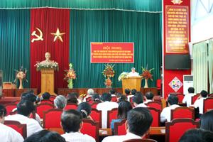 Phó giáo sư, Tiến sĩ Ngô Văn Thạo truyền đạt chuyên đề phong cách quần chúng, dân chủ và nêu gương tư tưởng Hồ Chí Minh.