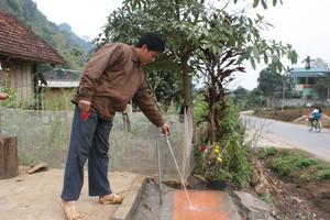 Có nước về tận nhà, nhiều hộ gia đình ở xóm Quê Kho được sử dụng nước đúng nhu cầu của mình.