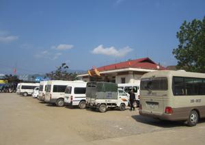 So với mùa lễ hội năm 2013, giá vé trông giữ xe ôtô  tại bến du lịch Thung Nai (Cao Phong) tăng 10.000 đồng/lượt.