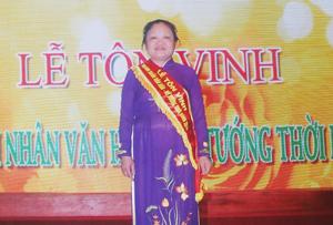 """Bà Bùi Thị Lan Phương tại lễ tôn vinh  """"Doanh nhân văn hóa -  nữ tướng thời bình"""""""
