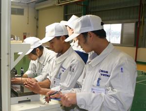 Công ty Nissin Munutfacuring Việt Nam tại KCN Lương Sơn chú trọng đảm bảo an toàn cho người lao động. Ảnh: P.V