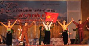 Đoàn nghệ thuật các dân tộc Hoà Bình biểu diễn tại Liên hoan tuyên truyền lưu động toàn quốc kỷ niệm 60 năm chiến thắng Điện Biên Phủ.